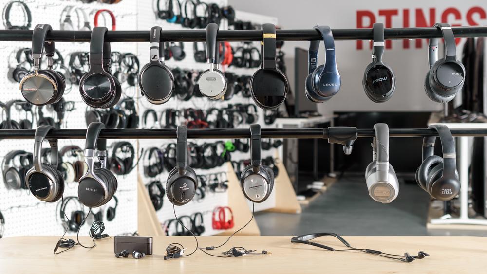 Best Noise Cancelling Headphones Under $200