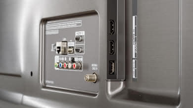 LG UK7700 Side Inputs Picture