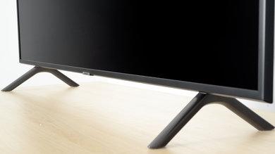 Samsung RU7100 Stand Picture