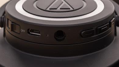 Audio-Technica ATH-M50xBT Controls Picture