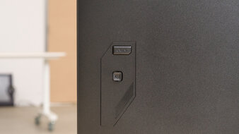 Gigabyte M32Q Controls Picture