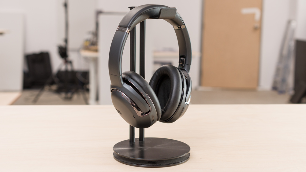 JBL Tour One Wireless Picture