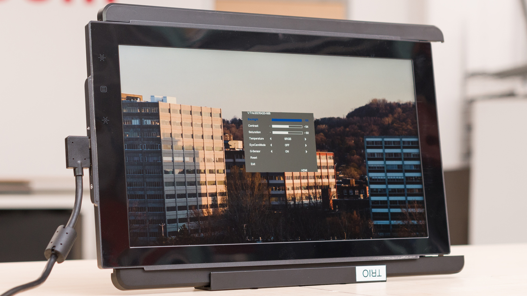 Mobile Pixels TRIO Picture