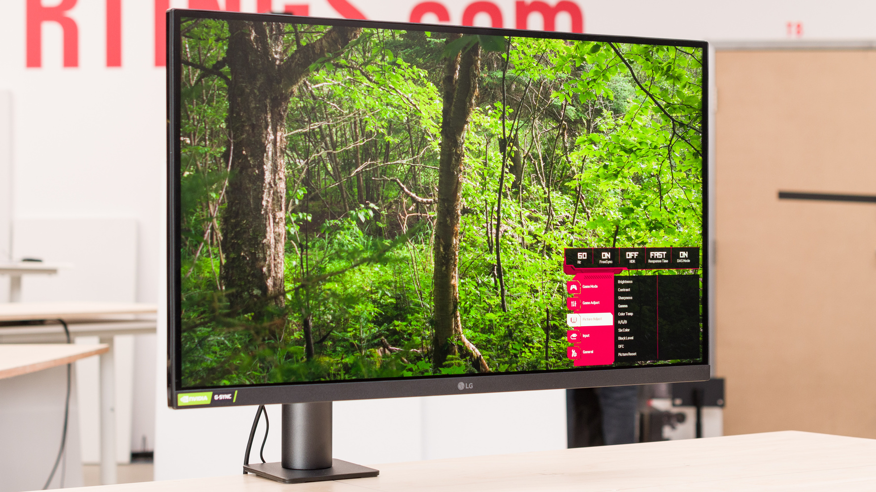 LG 27GN880-B Picture