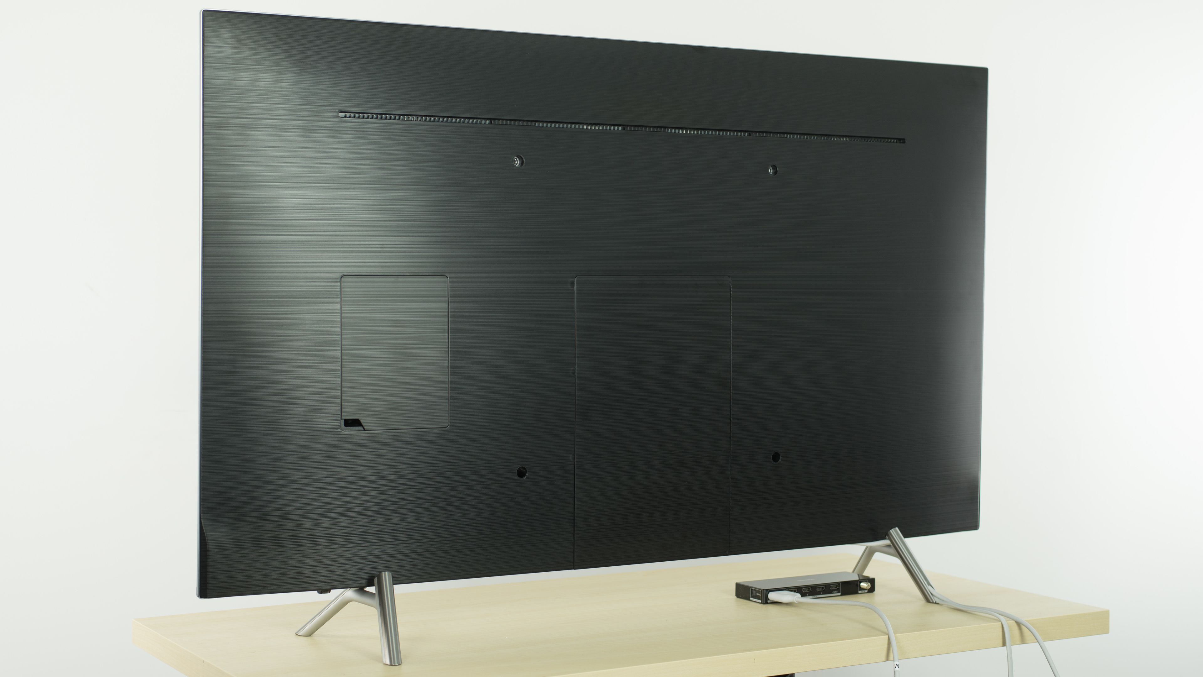 Samsung MU8000 Back Picture. Wall Mount ...