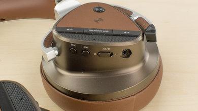 Creative Aurvana Platinum Wireless Controls Picture