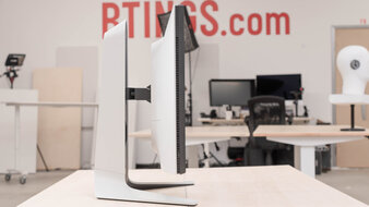 Dell Alienware AW2721D Thickness Picture