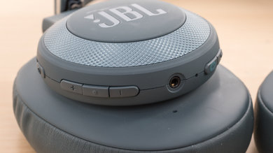 JBL E65BTNC Wireless Controls Picture