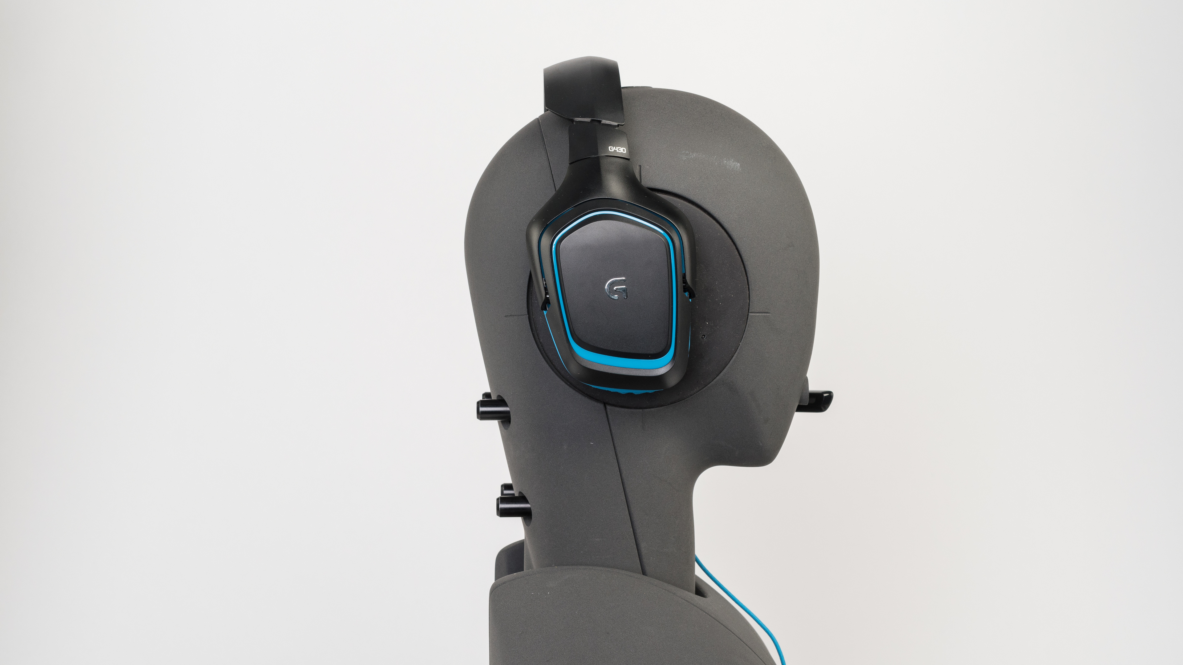 Logitech G430 Angled Picture Logitech G430 Side Picture