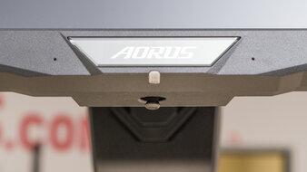 Gigabyte AORUS FI32U Controls Picture