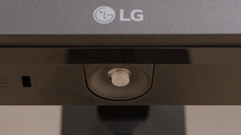 LG 27GN650-B Controls Picture