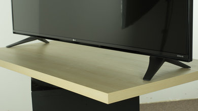 LG UF7700 Stand Picture