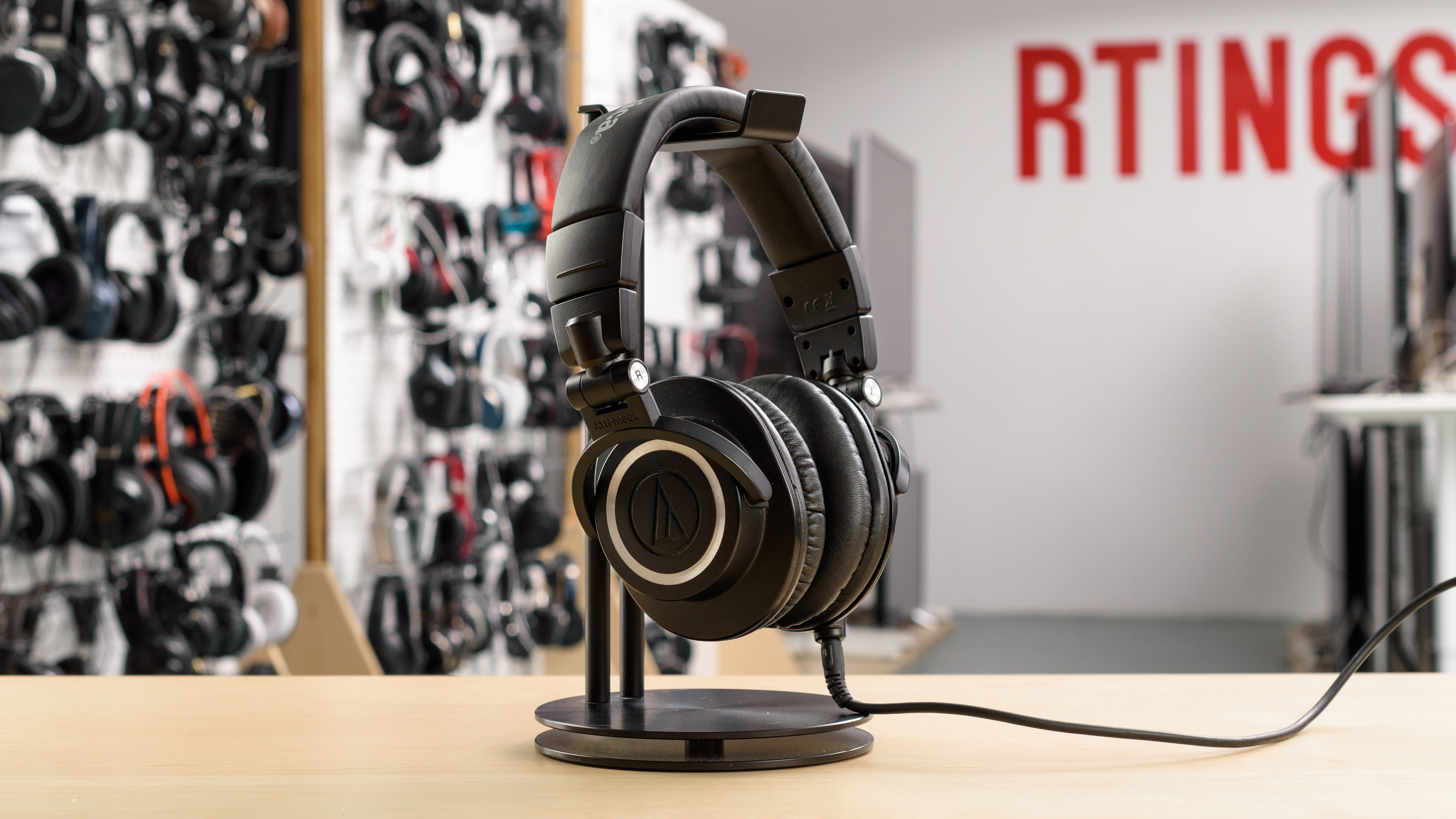 Audio-Technica ATH-M50x vs Bose QuietComfort 35 Side-by-Side ...