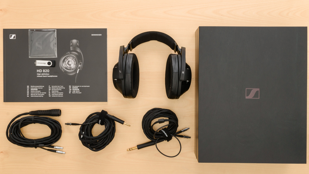 Sennheiser HD 820 In the box Picture