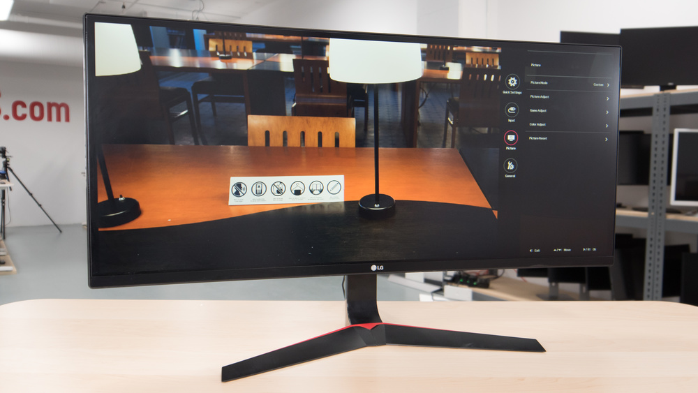LG 34UC79G-B Design Picture