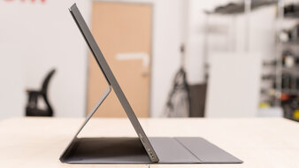 ASUS ZenScreen Go MB16AHP Thickness Picture