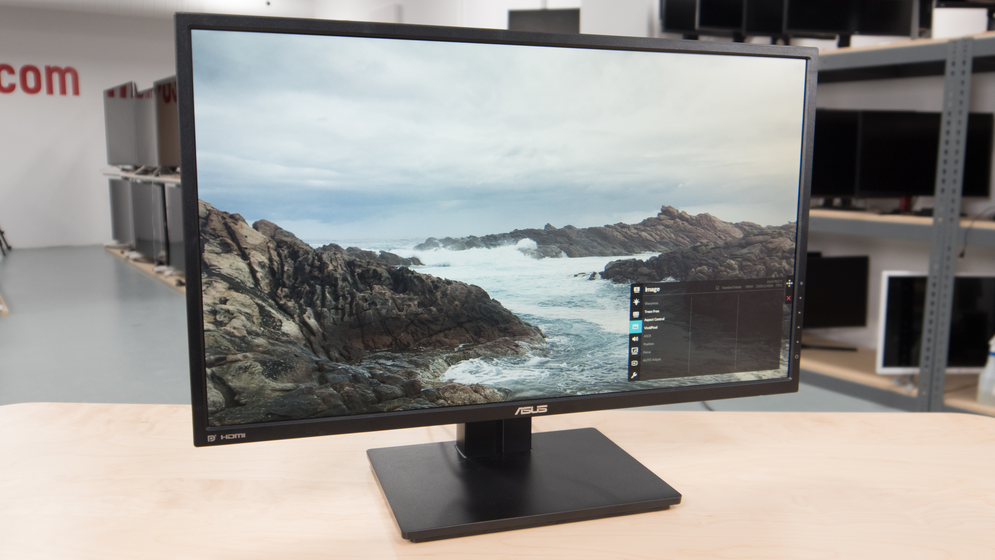 https://i.rtings.com/images/reviews/monitor/asus/pb277q/pb277q-design-large.jpg