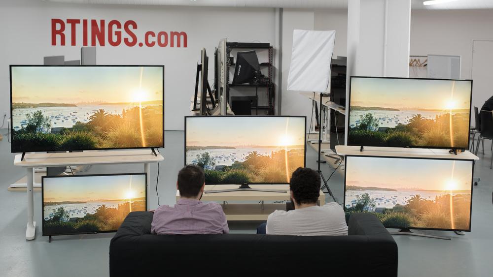 Samsung MU6500 Group Shot Picture