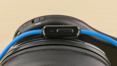 SMS Audio STREET by 50 Active Noise Cancelling Controls Picture
