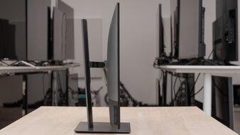 Dell UltraSharp U2721DE Thickness Picture