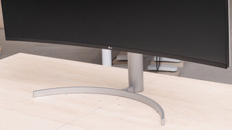 LG 38WN95C-W Stand Picture