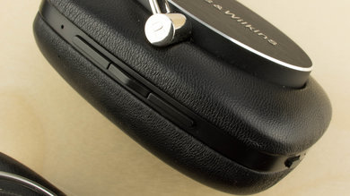 Bowers & Wilkins P5 Wireless Controls Picture