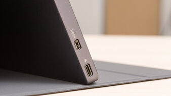 ASUS ZenScreen Touch MB16AMT Inputs 1